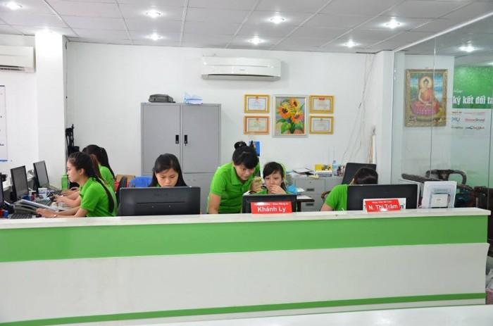 Đội ngũ nhân viên CSKH sẵn sàng giải đáp mợi thắc mắc và báo giá nhanh in hifl...