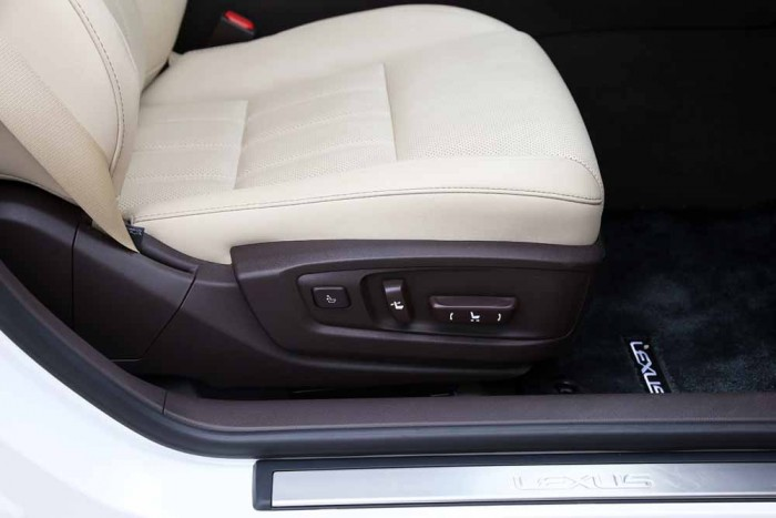 Lexus ES350 2016 27