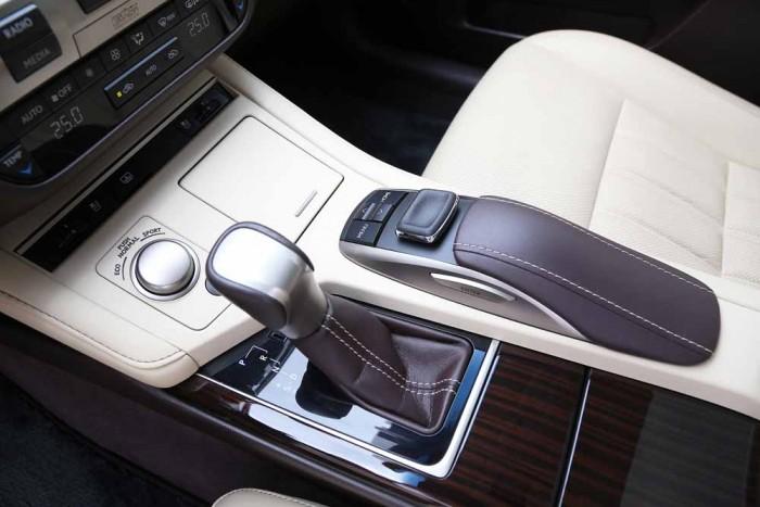 Lexus ES350 2016 13