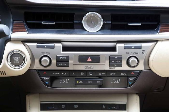 Lexus ES350 2016 9
