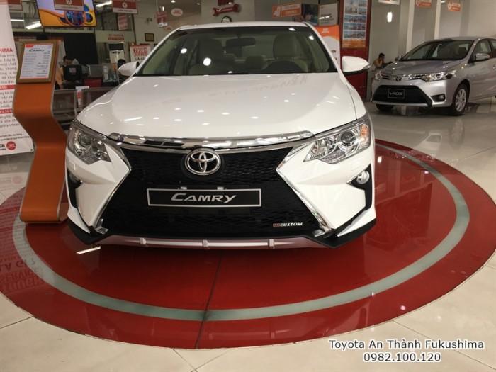 Khuyến Mãi Toyota Camry 2.0E 2018 Màu Trắng, Mua Trả Góp Chỉ Cần 250Tr. Vay 8 năm. Giao Ngay