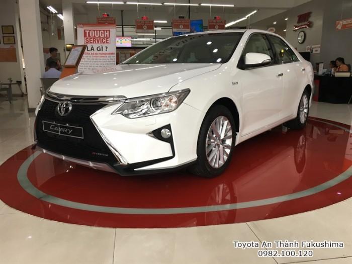 Khuyến Mãi Toyota Camry 2.0E 2017 Màu Trắng, Mua Trả Góp Chỉ Cần 250Tr. Vay 8 năm. Giao Ngay