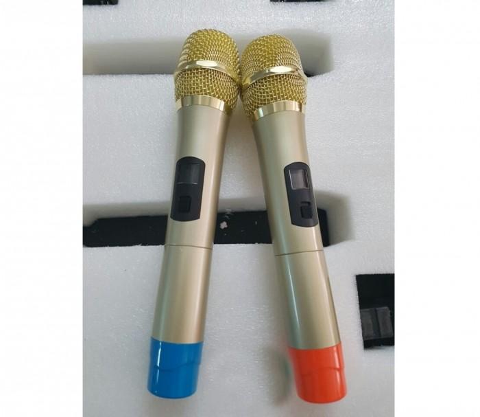 Đi kèm loa Hansen C15T còn được tặng kèm micro hút âm khá tốt cho bạn thỏa sức phiêu cùng nhạc mọi lúc mọi nơi.