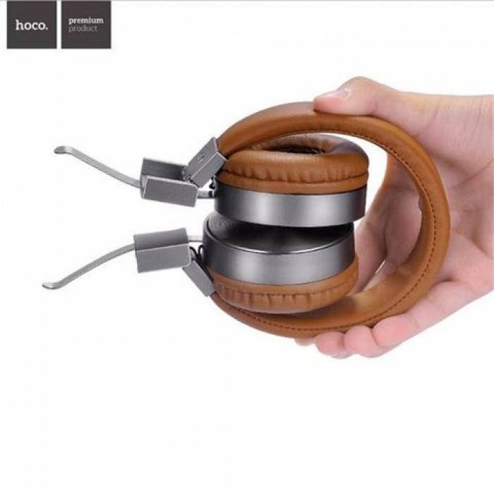 Điểm đặc biệt trên thiết kế của tai nghe Hoco W2 đó là phần chụp tai, có thể gập vào trong khi không sử dụng.