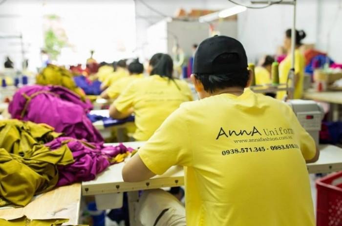 Chuyền may tại xưởng may áo thun đồng phục giá rẻ AnnA Uniforms với đội ngũ công nhân viên có tinh thần yêu công việc luôn đảm bảo đúng hạn hợp đồng cho khách hàng