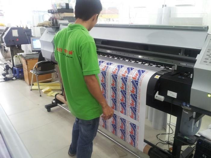 Tại In Kỹ Thuật Số chúng tôi trực tiếp in tem decal trên hệ thống máy in Nhật hiện đại