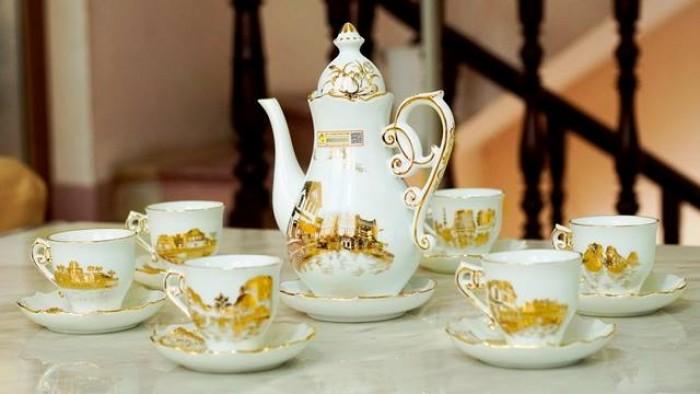 Bộ ấm trà vẽ vàng phong cảnh