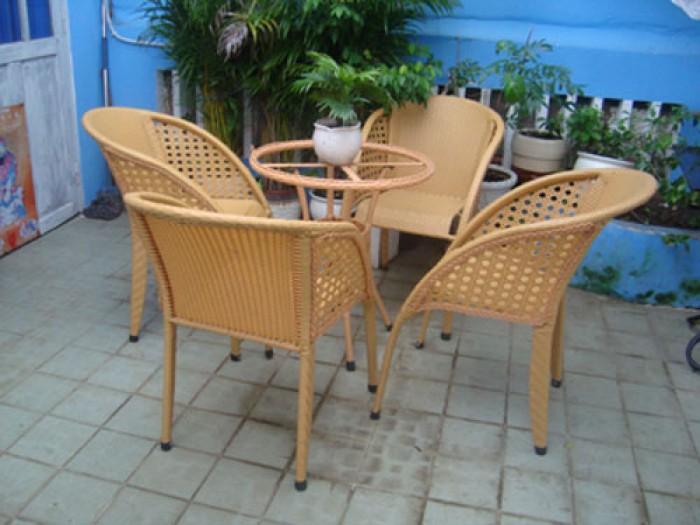 Công ty cần thanh lý nhiều bàn ghế giả mây dùng cho quán cafe..0