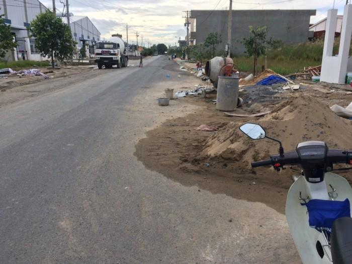 Cần bán lại mãnh đất mặt tiền đường Vườn Thơm SHR