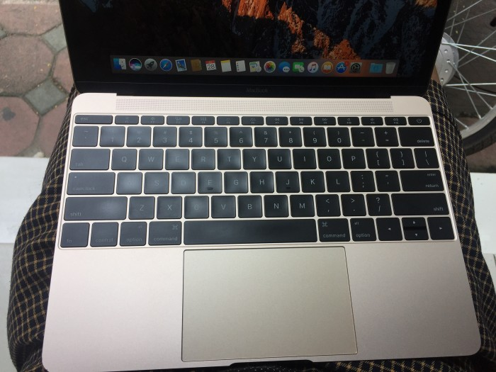 Bán Macbook Gold (Retina , 12-Inch,early 2015) Like New !!!1