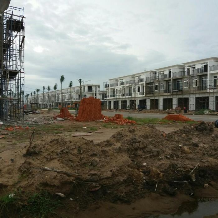 50 căn nhà phố mặt tiền Phan Văn Hớn, hạ tầng hoàn thiện 100%, giao nhà ngay, view hồ sinh thái