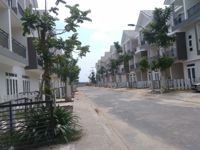 Cần bán dãy nhà phố Hóc Môn, SHR, 900 triệu.