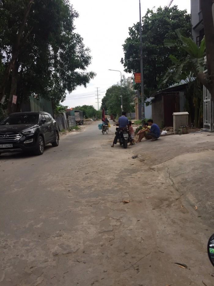Cho thuê nhà nguyên căn, DT: 5x23m đường Lê Thị Riêng đối diện UBNDQ12