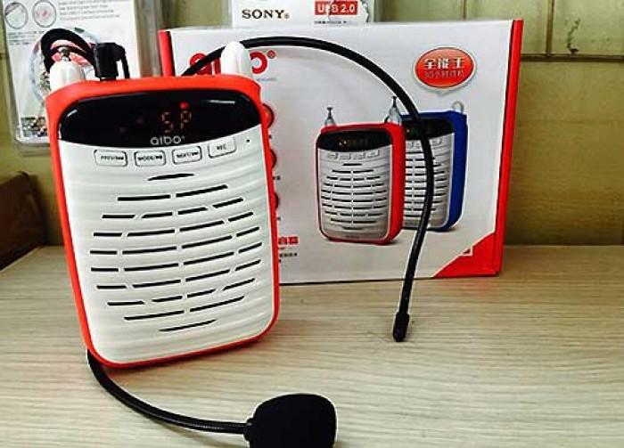 Máy UN-72 còn tích hợp hát nhac qua USB, thẻ nhớ MicroSD, FM rất tiện dụng, các ban có thể tải một vài bài beats hay để hát cùng bạn bè, thích hợp với người làm nghề hướng viên dẫn du lịch, giáo viên, giảng viên, bán hàng ngoài trời ,thuyết trình, hội thao  v.v.. giúp bạn không cần tốn sức mà giọng vẫn lớn, rõ ràng, dễ nghe.