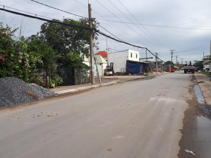 Cần bán 471m2 đất chính chủ mặt tiền đường Hưng Long - Qui Đức, giá chỉ 1,7 tỷ