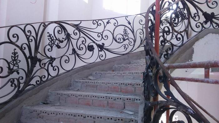 cầu thang sắt gỗ