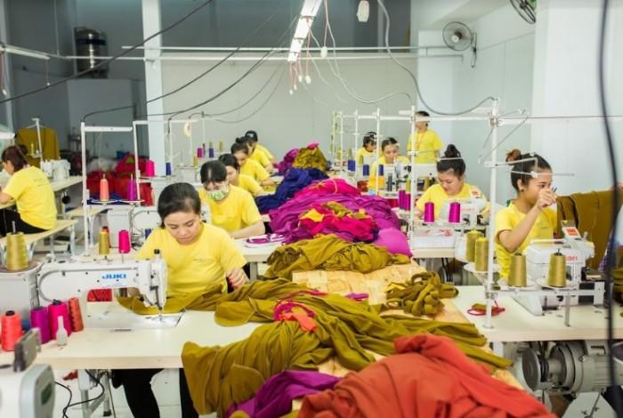 AnnA Uniforms luôn cập nhập công nghệ may tiên tiến nhất đảm bảo mọi lô hàng đều làm kịp tiến độ, giao hàng nhanh, vừa lòng quý khách. l Nhận thiết kế theo mẫu, may mẫu khi khách hàng có yêu cầu.
