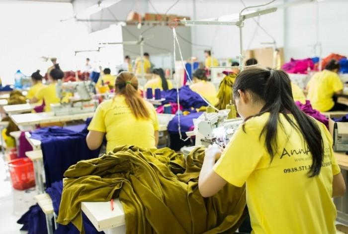 AnnA Uniforms là xưởng may gia công áo đầm đẹp nổi tiếng với chất liệu tốt, chất lượng được chọn lựa từ nguồn uy tín.