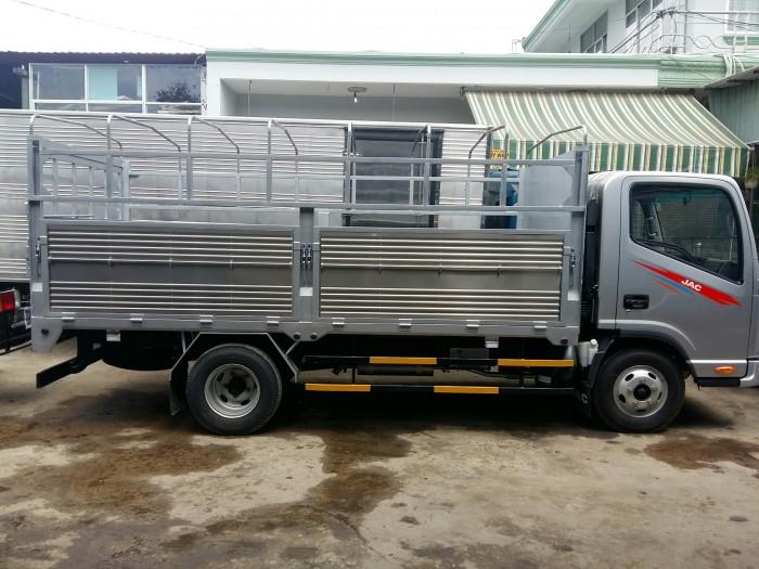 Bán xe tải JAC 2t4/ 2,4t/ 2 tấn 4 thùng dài 3m7 hỗ trợ trả góp, vay cao 0