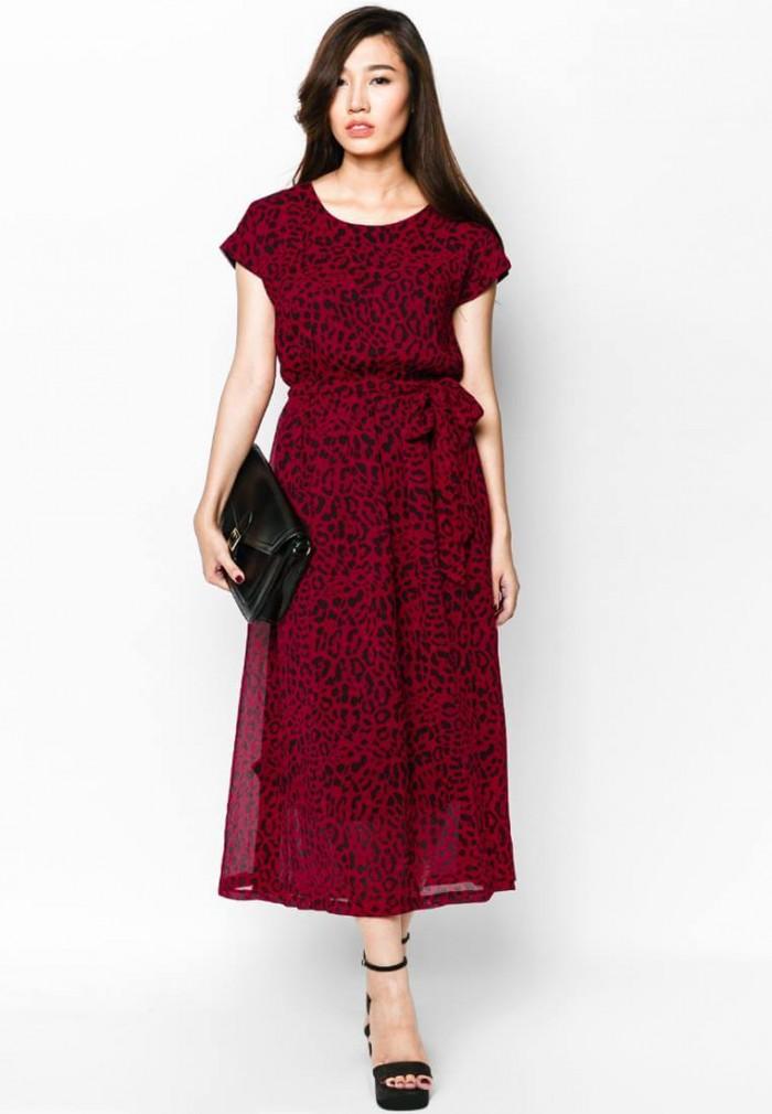 AnnA Uniforms may gia công áo đầm đồng phục công sở thiết kế theo xu hướng nổi bật nhất thị trường. l Nhận thiết kế theo mẫu, may mẫu khi khách hàng có yêu cầu.