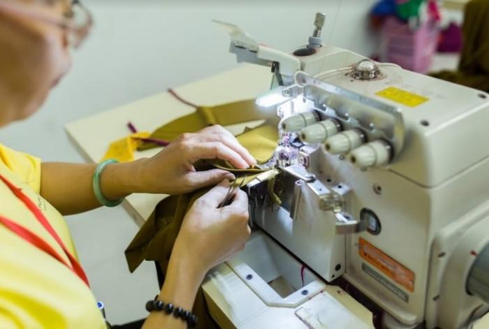 Công nghệ may hiện đại, đội ngũ nhân viên đầy kinh nghiệm, chất lượng vải tốt, phục vụ tận tình.  l Đến trực tiếp hoặc gọi qua số HOTLINE: 0938 571 345 – 028 6267 8848 – 0983 610 550