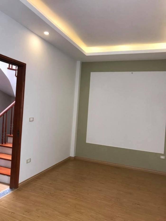 Cho thuê nhà mặt phố Nam Đồng, quận Đống Đa, 50m, 5 tầng, MT 4m, nhà mới, giá 38 triệu.