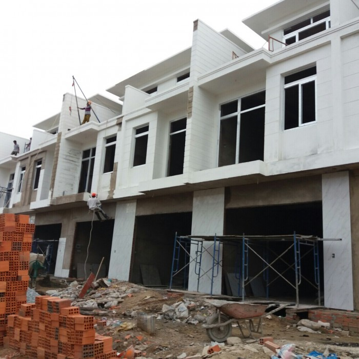 Nhà 1 trệt 2 lầu 5x15 vỉa hè 6m,SHR,Nguyễn Ánh Thủ-Hóc Môn