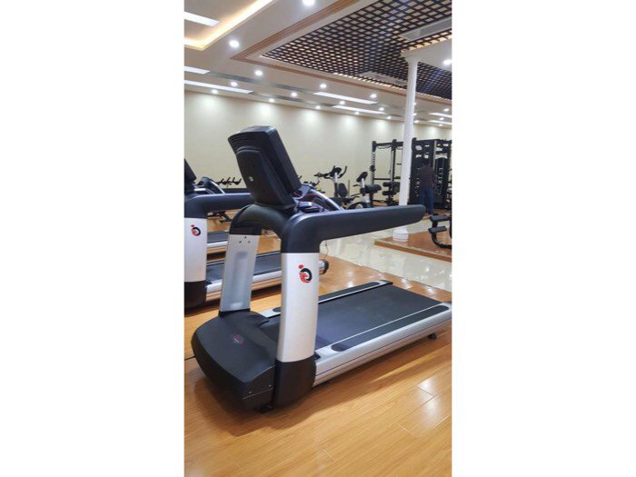 Máy chạy bộ phòng Gym life fitness giá cạnh trang2