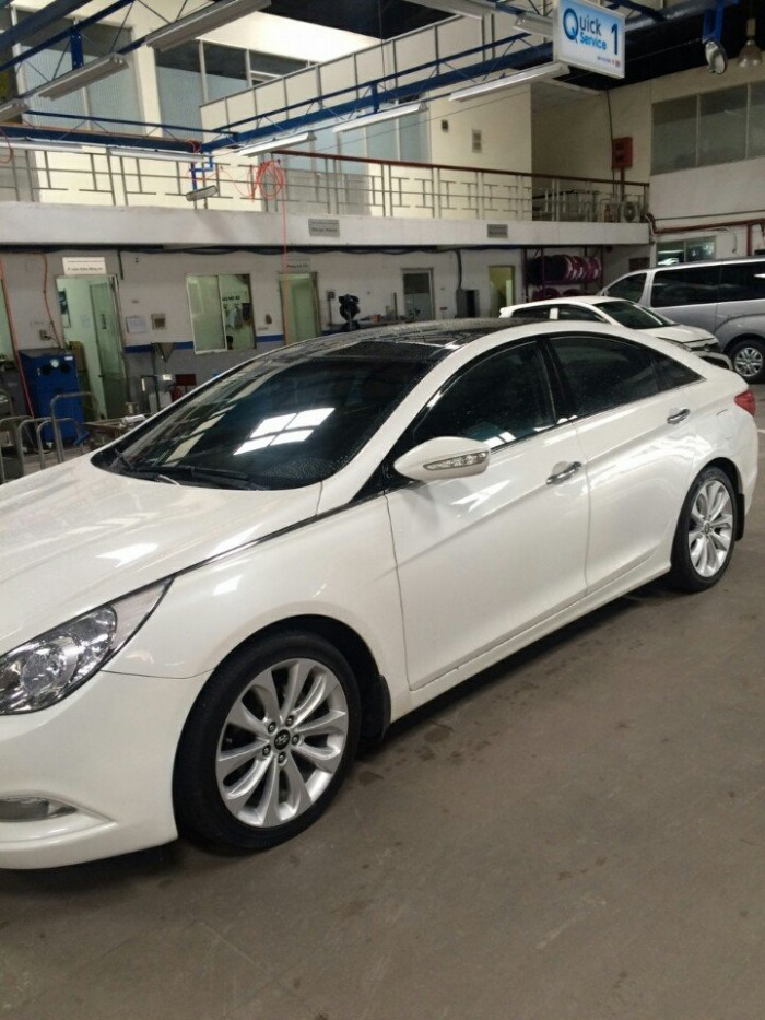 Bán Hyundai Sonata 2.0AT nhập Hàn Quốc 2011 màu trắng số tự động 4