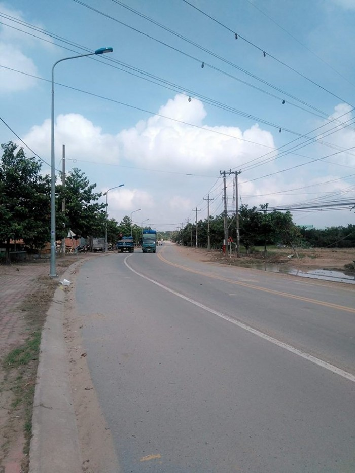 Nhà mới xây ,mới được 1 năm, tại mặt tiền đường Bùi Thị Xuân, khu phố Tân Thắng, phường Tân Bình, thị xã Dĩ An, Bình Dương.