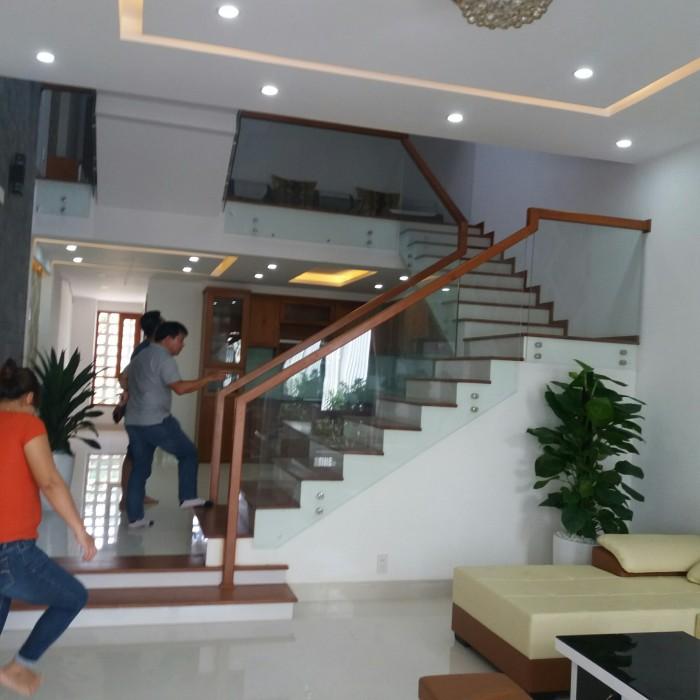 Chính chủ bán nhà 3 tầng thiết kế hiện đại cách sân vận động Hòa Xuân Đà Nẵng 600m