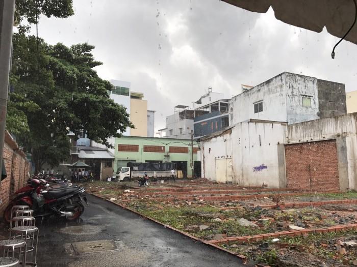 Kẹt tiền bán  đất mặt tiền Chử Đồng Tử, phường 7, Tân Bình.