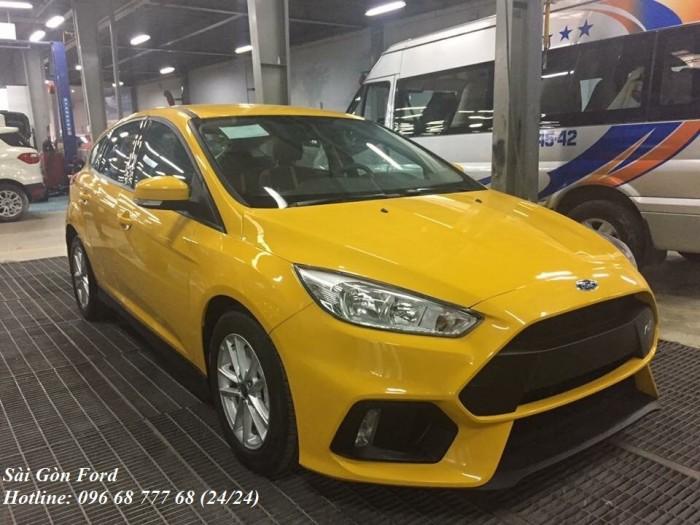 Khuyến Mãi Mua xe Ford Focus Trend, màu vàng, số tự động, vay trả góp chỉ 150 triệu, giao xe trong 30 ngày.