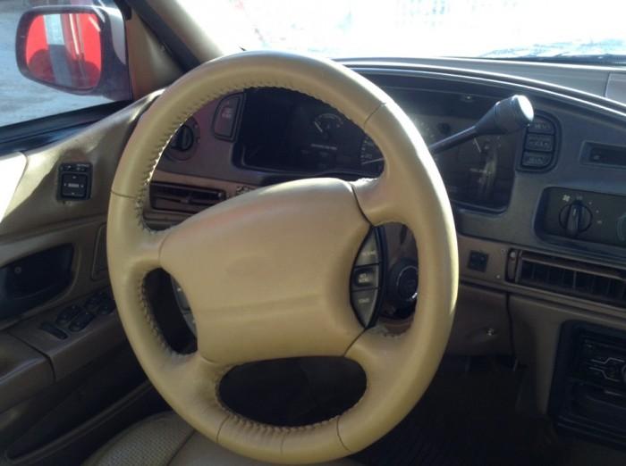 Ford Taurus năm sản xuất 1995 màu trắng