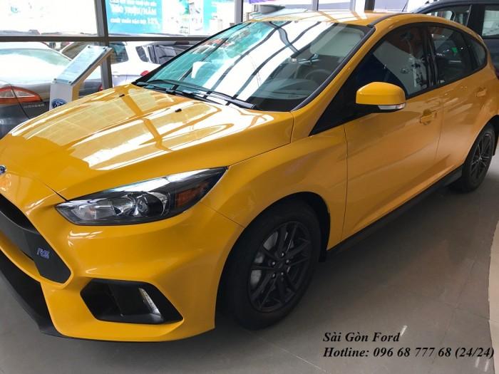 Ford Focus Trend 2019, số tự động, màu vàng, giao xe trong 30 ngày.