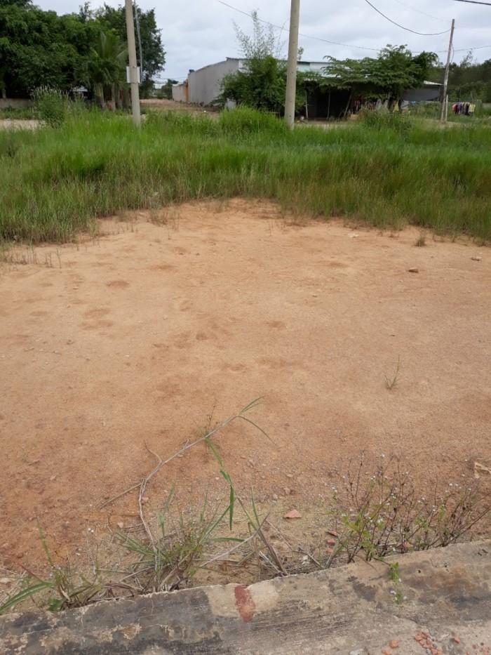Cần bán đất nền khu dân cư ở gần chợ bà Điểm
