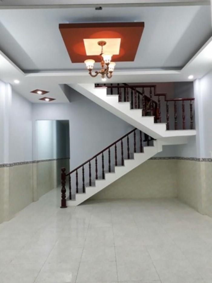 Bán nhà ngay thị trấn Hóc Môn 1 trệt, 1 lầu mới xây.