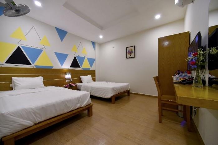 Cho thuê khách sạn 160 triệu/tháng Nguyễn Khánh Toàn: 6 tầng, 120m2.