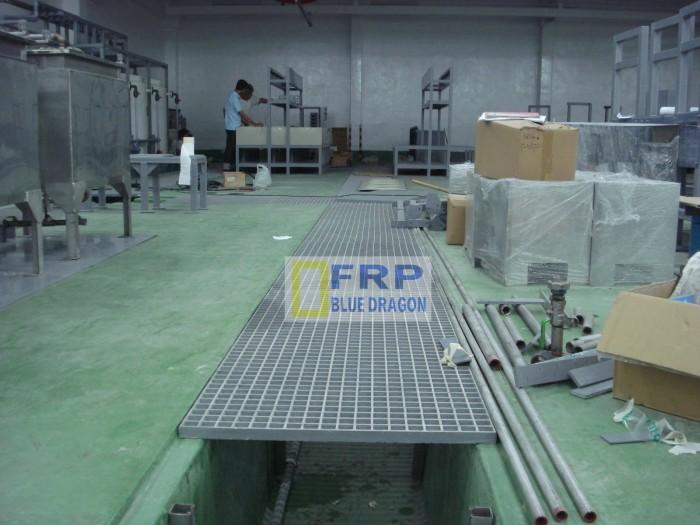 Bán tấm đan mương nước frp composite chống sét 100%, lan can tay vịn cho hồ xử lý nước thải frp rồng xanh