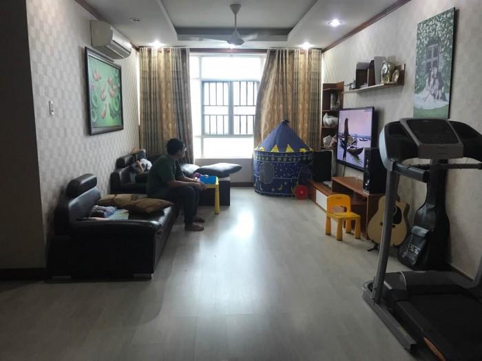 Cần bán gấp căn hộ chung cư Giai Việt đường Tạ Quang Bửu Q.8 dt 150m, 3pn