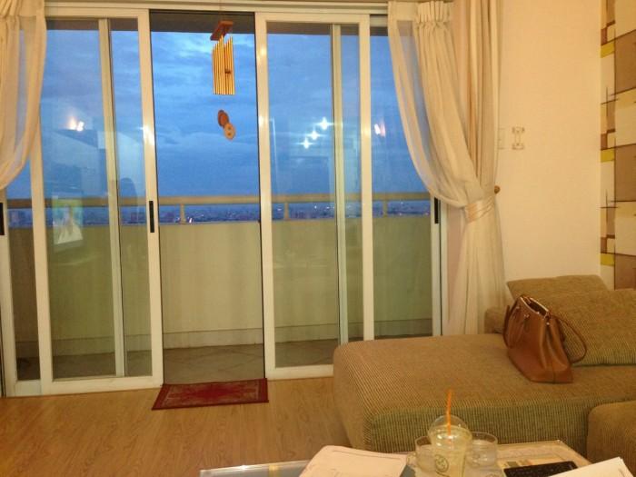 Cần cho thuê gấp căn hộ chung cư Hùng Vương plazza đường Hồng Bàng, Q.5, Dt 130m2, 3pn