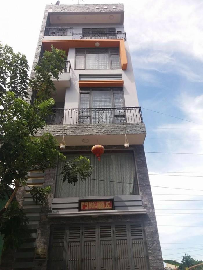 Cần bán gấp nhà trong phố Đường Láng-Đống Đa 55m2, MT rộng 7.8m