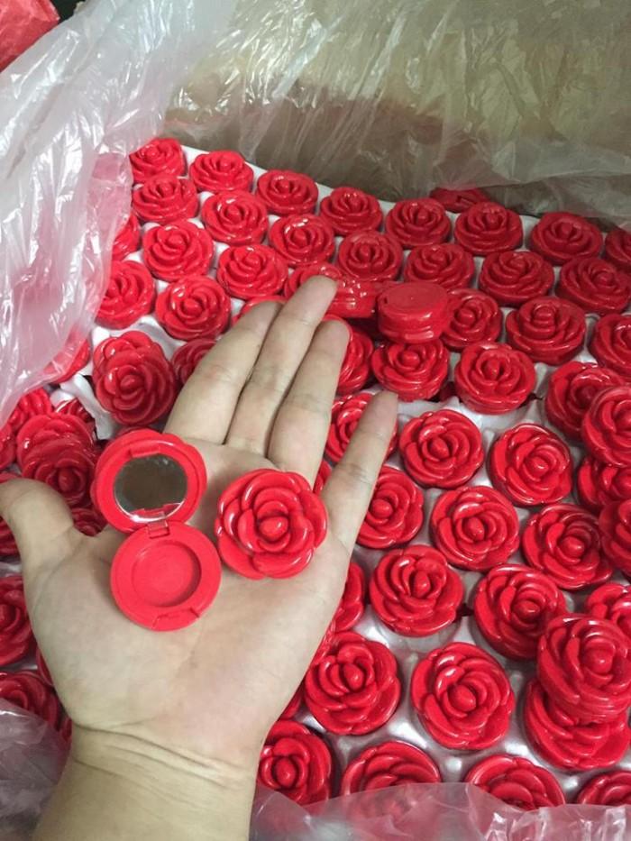 Vỏ đựng son hoa hồng 3ce