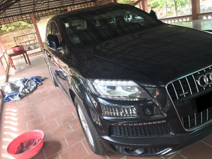 Nhà mình cần bán chiếc Audi Q7 3.0L V6 TFSI Quattro 2015 màu đen vip