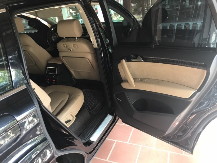 Nhà mình cần bán chiếc Audi Q7 3.0L V6 TFSI Quattro 2015 màu đen vip 9