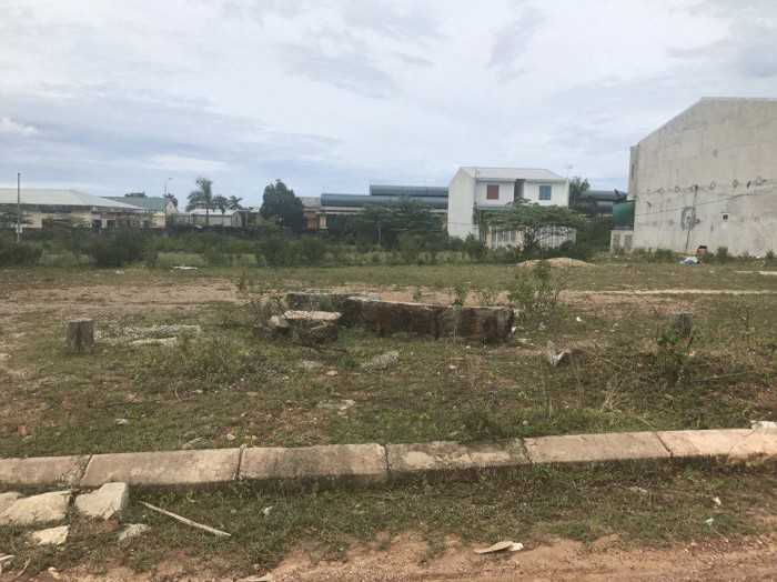 Bán đất KQH  mặt tiền đường Bùi Xuân Phái gần ĐH Luật Huế