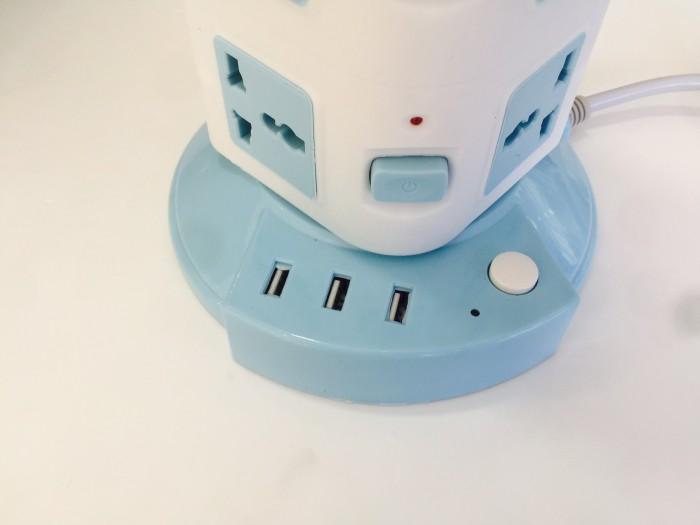 Tích hợp 3 cổng USB sạc điện 5v-2.1 A. Đặc biệt với bộ nguồn sạc được thiết kế đúng chuẩn có dòng sạc lên đến 2.1 A giúp bạn nhanh chóng sạc đầy cho hầu hết các dòng điện thoại, máy tính bảng hiện nay một cách an toàn.