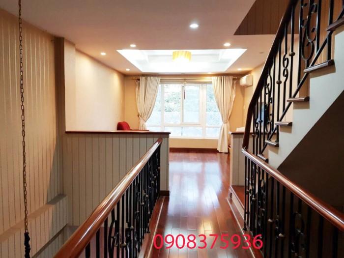 Cần bán mặt Tiền Phú Thuận DT:4x20m,1 trệt 2 lầu,,Sân Thượng,Q7.