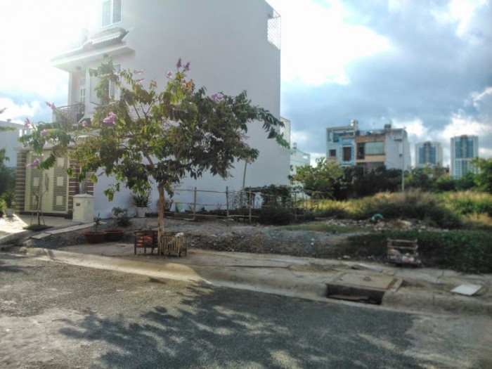 Bán lô đất biệt thự góc 2 mặt tiền đường số Tân Quy, Quận 7,DT 9x13m.
