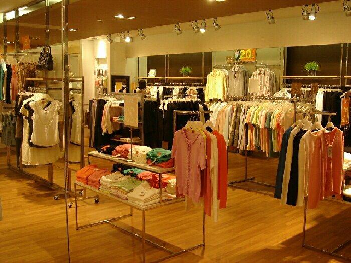 Cửa hàng cần gấp 3 bạn bán hàng tại chỗ